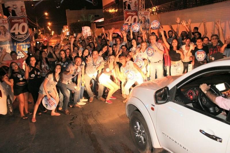 Em Gurupi juventude intensifica adesivaço e destaca crescimento de apoiadores.