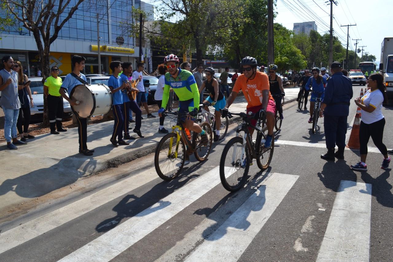 Ciclistas de Palmas comemoram entrega de 20 bicicletários no Dia Mundial sem Carro