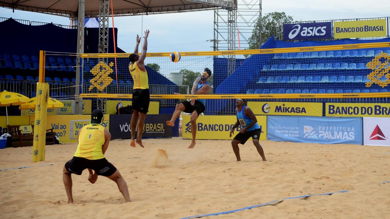 Open de Vôlei de Praia: torneio principal masculino é aberto com show de Averaldo na quadra