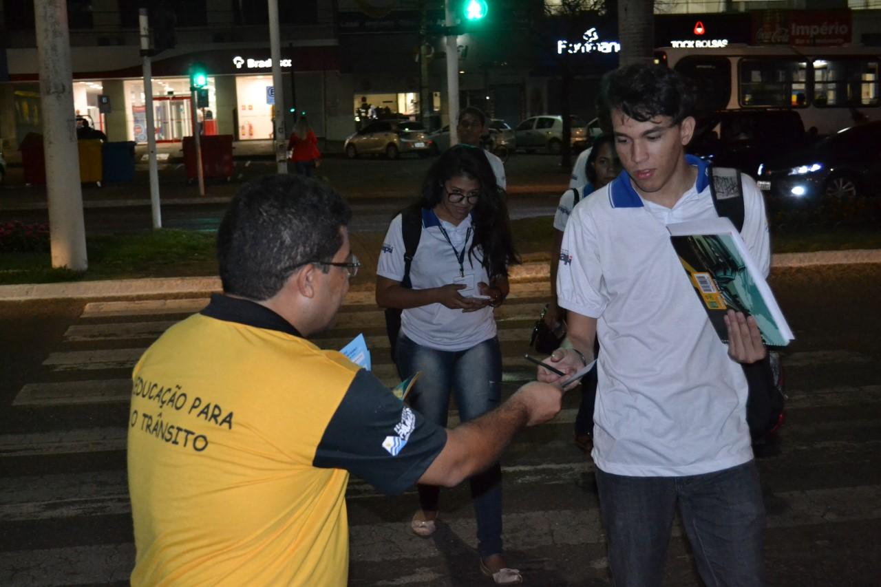 Primeiro dia de ações da Semana Nacional de Trânsito em Palmas aborda direção defensiva e tem blitz educativa na Avenida JK