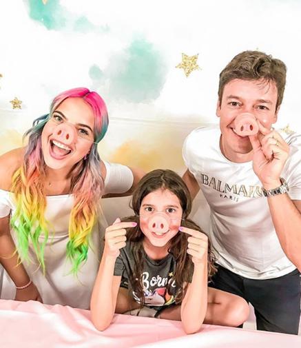 """Rodrigo Faro revela que mantem hábitos antigos na criação de seus filhos: """"Sempre li livros para minha filha dormir"""""""