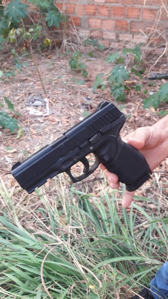 Policial Militar captura três adolescentes que estavam com simulacro de arma de fogo, moto roubada e outros produtos de origem duvidosa em Araguaína