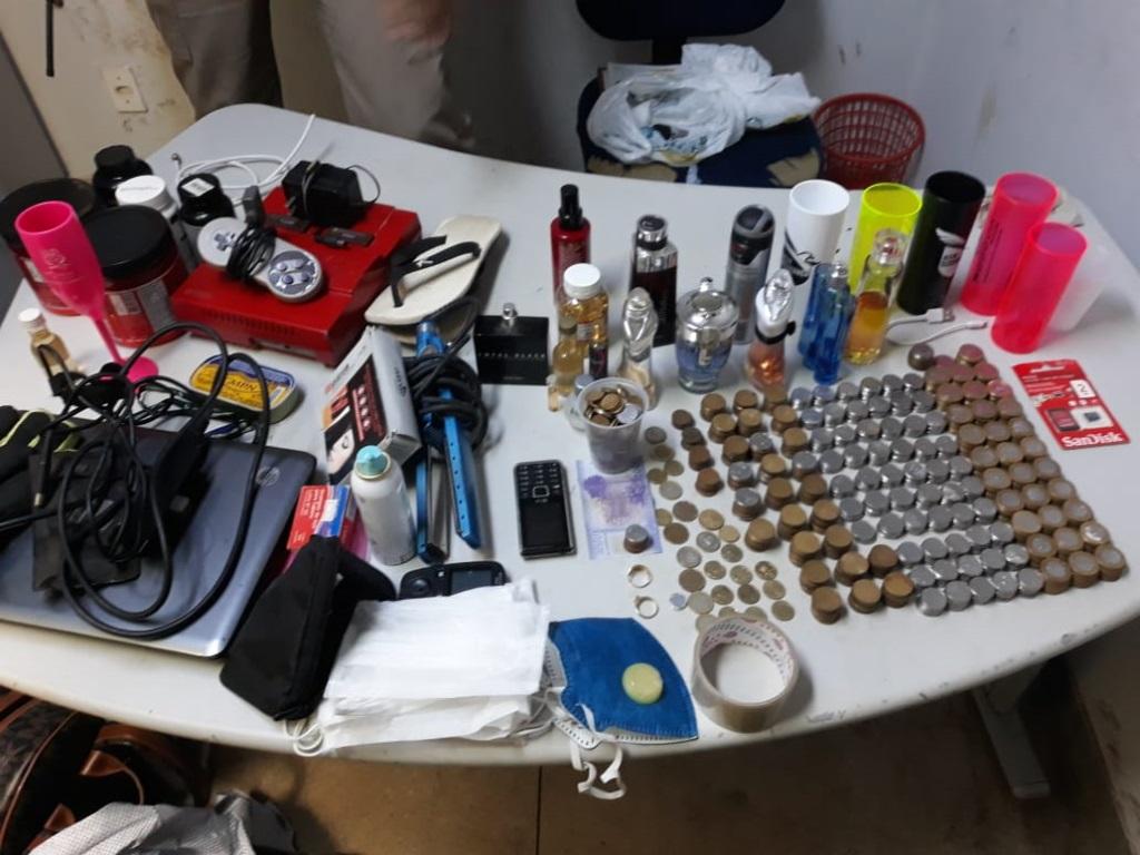 Polícia Militar apreende dinheiro em reais e em pesos chilenos e diversos produtos de origem duvidosa em Araguaína