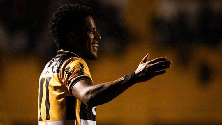 De volta após cumprir suspensão, Vitor Feijão avalia confronto do Criciúma com o São Bento e celebra invencibilidade diante do time paulista