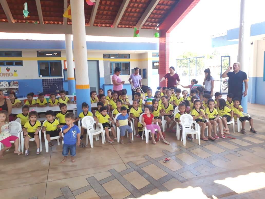 Alunos do CMEI Cristino Regenes Cardoso comemoram Dia da Criança em Barrolândia (TO)