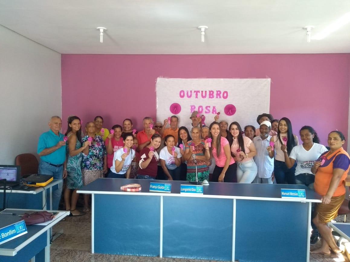 Idosos participam de palestra sobre o câncer de mama durante a Campanha Outubro Rosa em Monte Santo (TO)