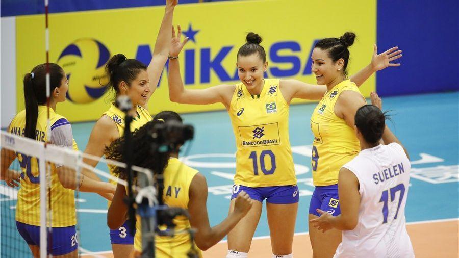 Seleção brasileira de vôlei vence a Sérvia e se classifica para segunda fase do torneio