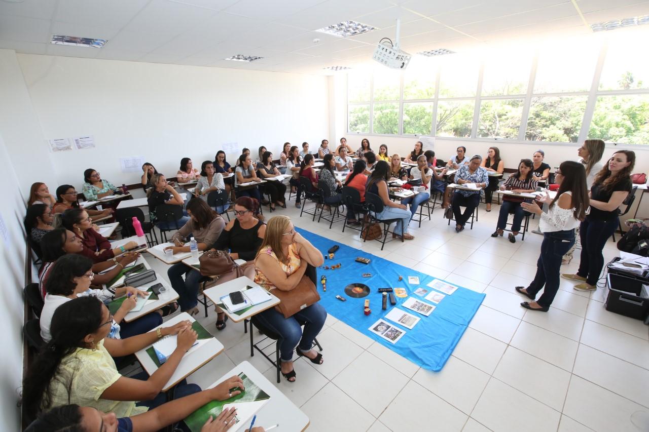 Professores participam de formação com quatro gêneros textuais pela OLP em Palmas