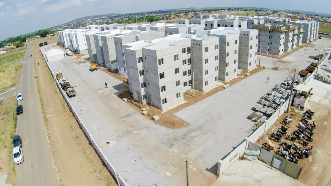 Famílias contempladas com apartamentos no Residencial Porto Dourado 1 visitam canteiro de obras