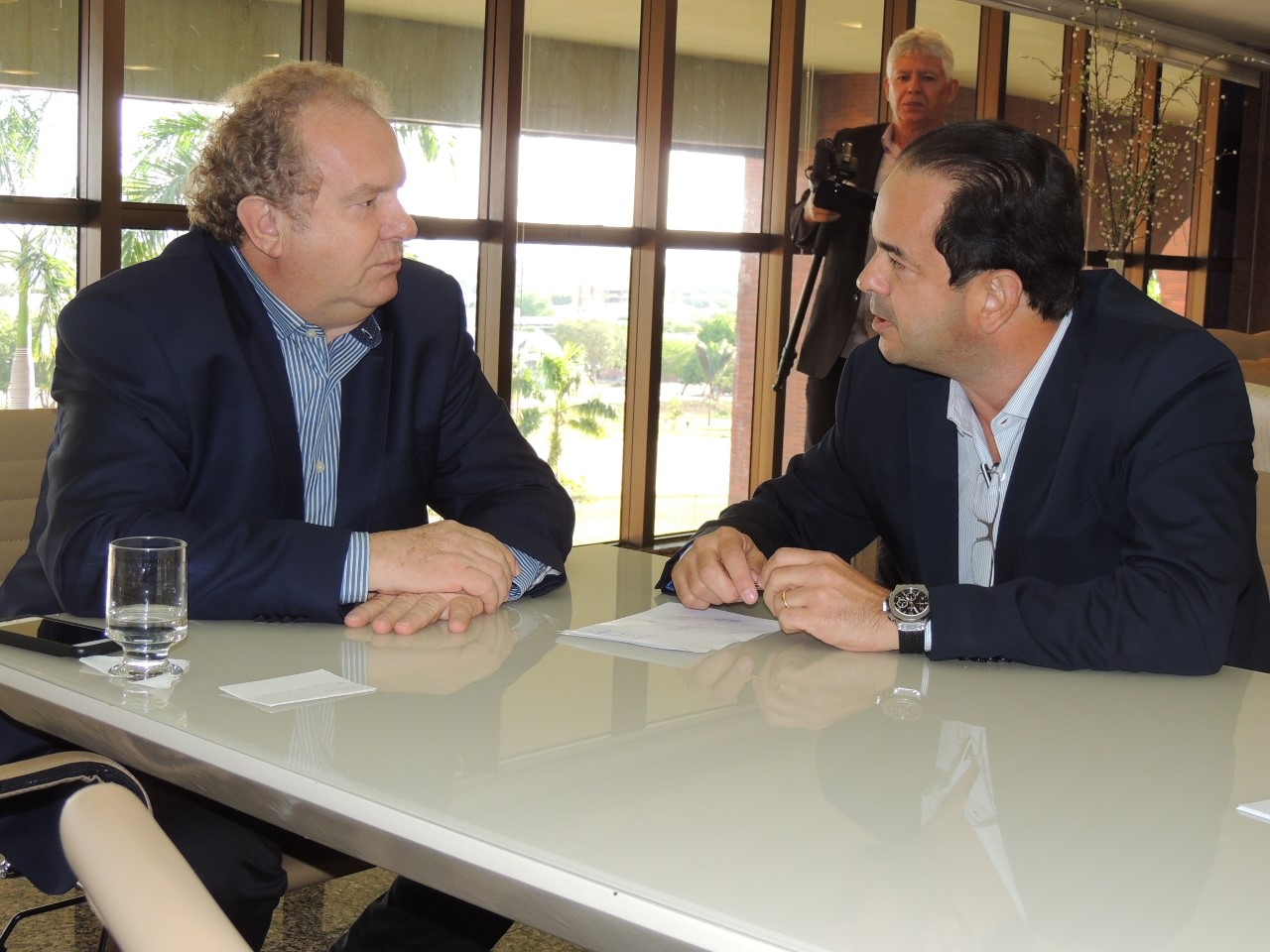 Roberto Pires faz visita institucional ao governador reeleito Mauro Carlesse