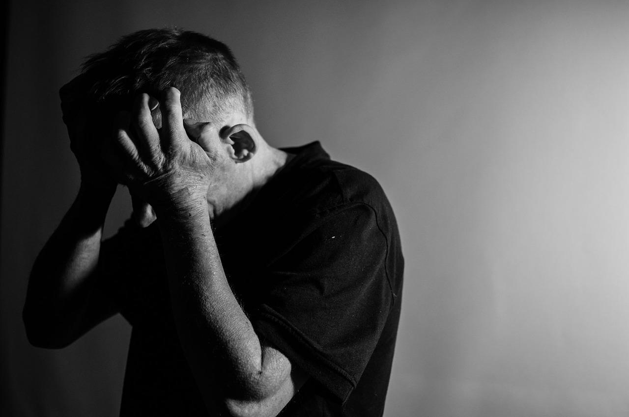 Psicólogo Bruno César Sousa, do Instituto Viver, alerta sobre as consequências de um 'clima político pesado' para a saúde mental: 'impacto é grande'