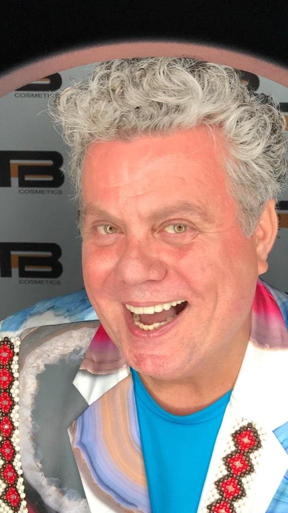 Milton Cunha promove baile dos passistas na quadra do Salgueiro