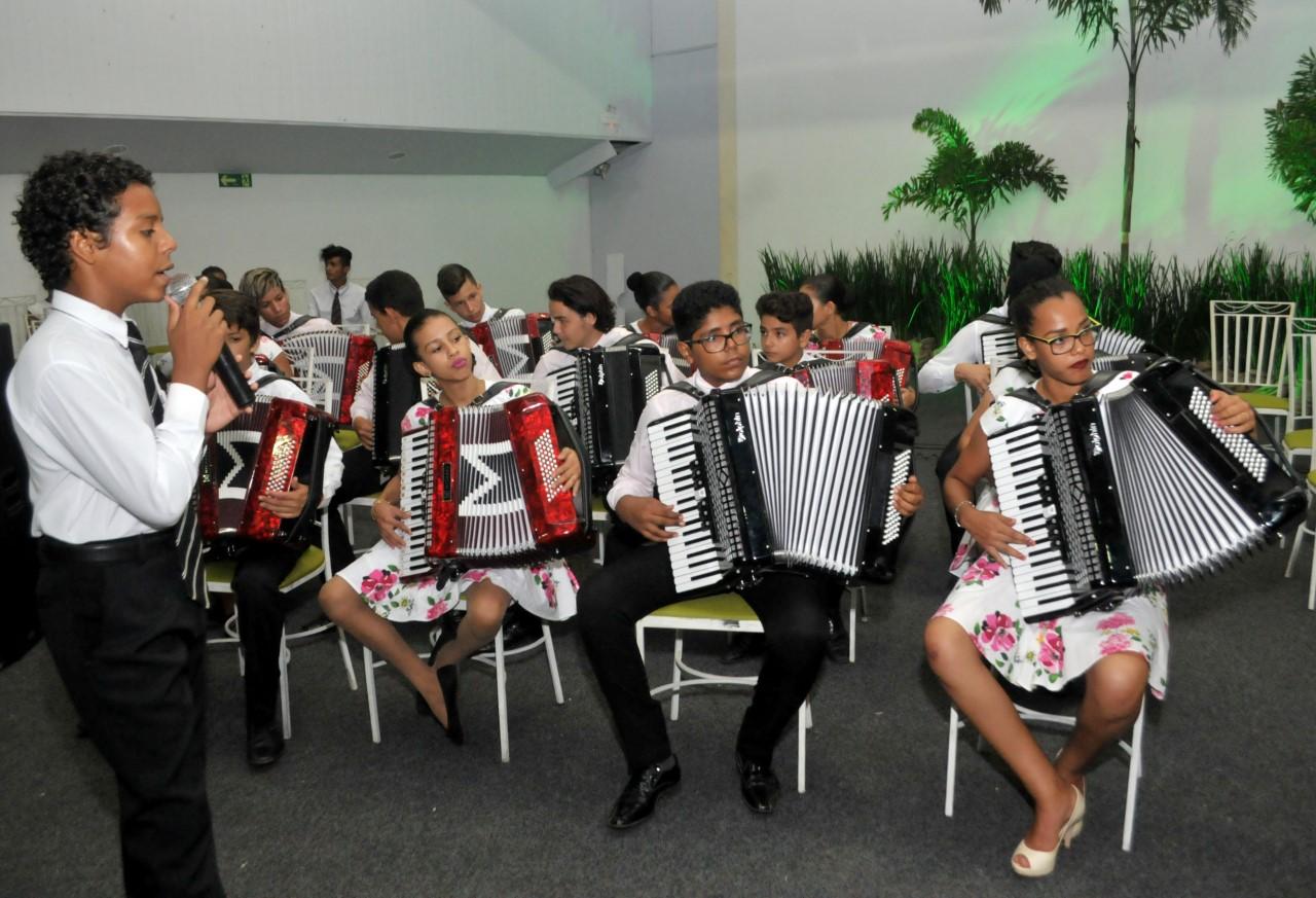 Orquestra Sanfônica se apresenta para idosos no Dia do Músico
