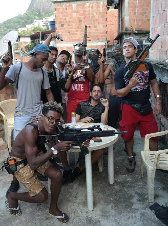 Durante gravação por pouco quase há acidente em filmagens na Rocinha