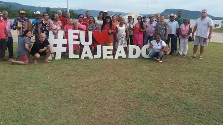 Grupo de Idosos de Araguacema participa de passeio na Praia do Segredo