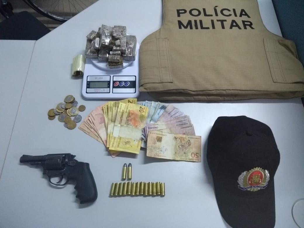 8º BPM prende casal por tráfico de drogas e porte ilegal de arma de fogo