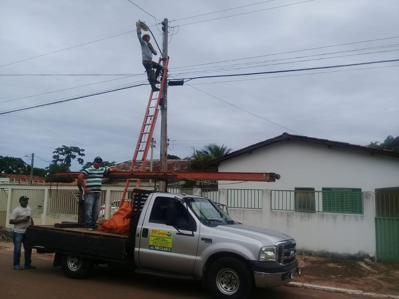 Iluminação pública em Marianópolis recebe manutenção geral