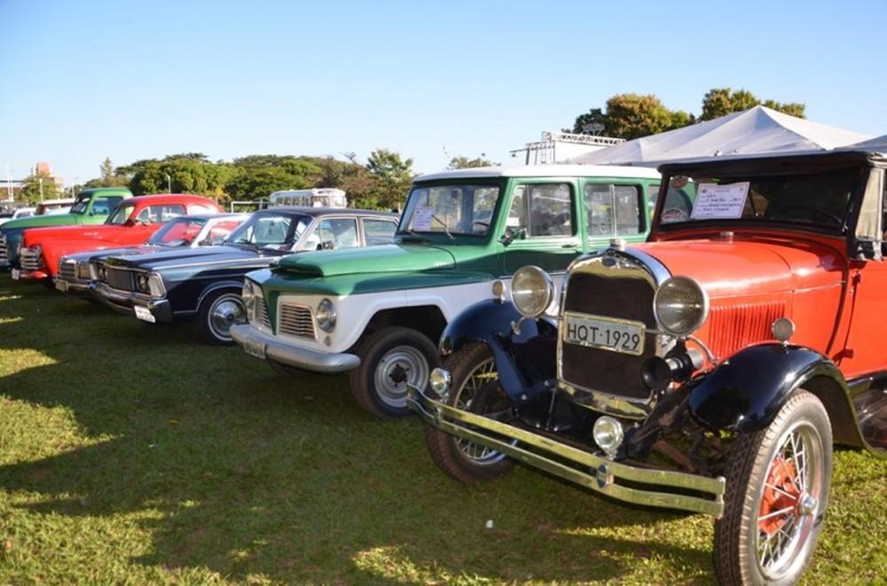 Mostra beneficente reúne carros antigos em Porto Nacional em prol do Abrigo João XXIII