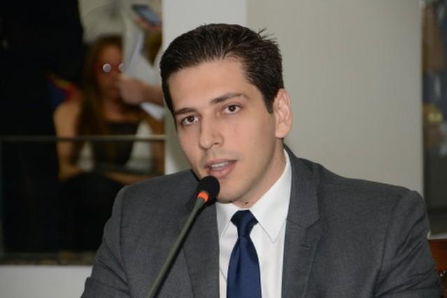 Polícia abre inquérito contra deputado Olyntho Neto e ex-assessor no escândalo do lixo hospitalar