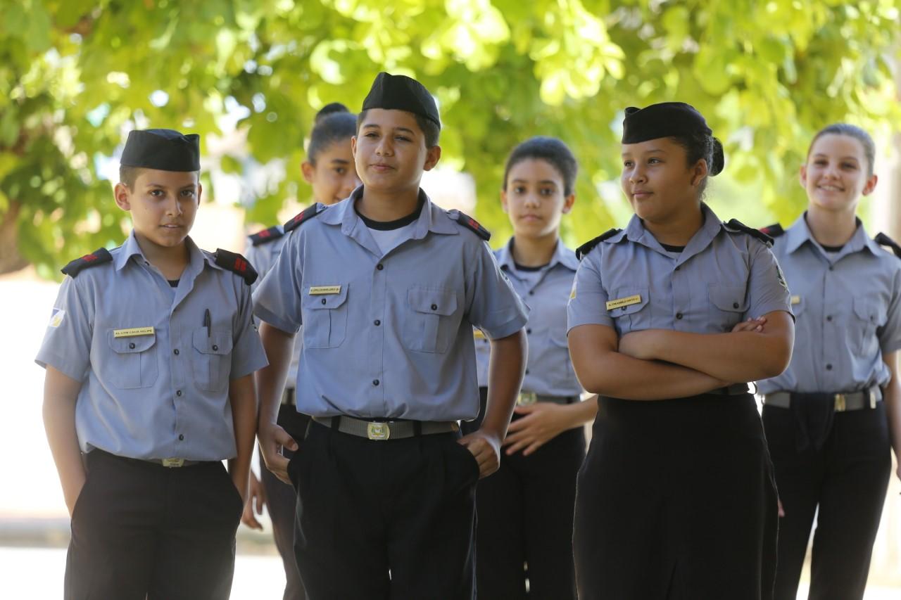 Alunos do Colégio da Polícia Militar participam de formatura nesta quarta-feira, 16