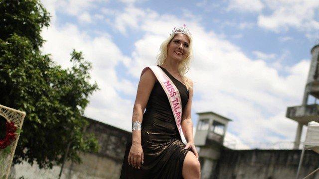 Presa eleita 'miss' em cadeia no Rio relembra morte de amante: 'Tive um surto'