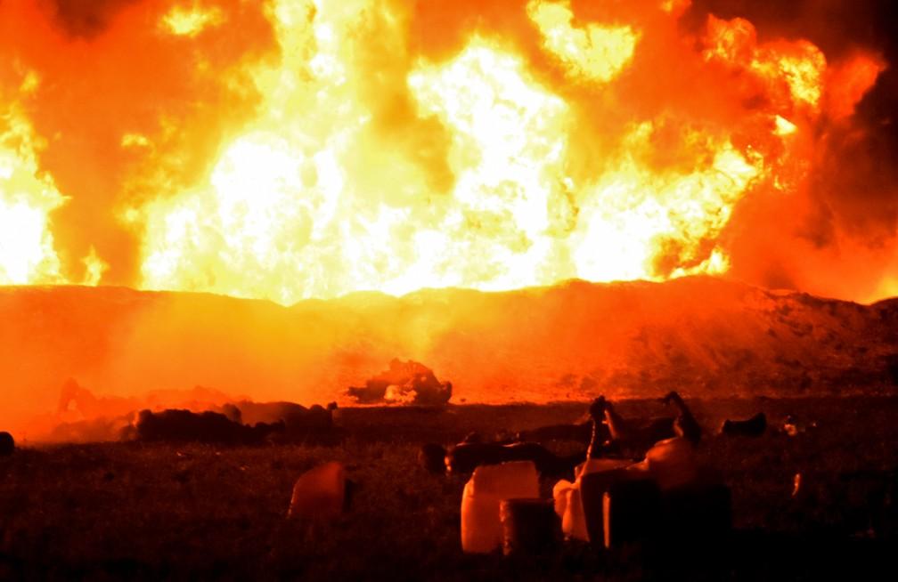 Oleoduto explode e deixa dezenas mortos e feridos no México