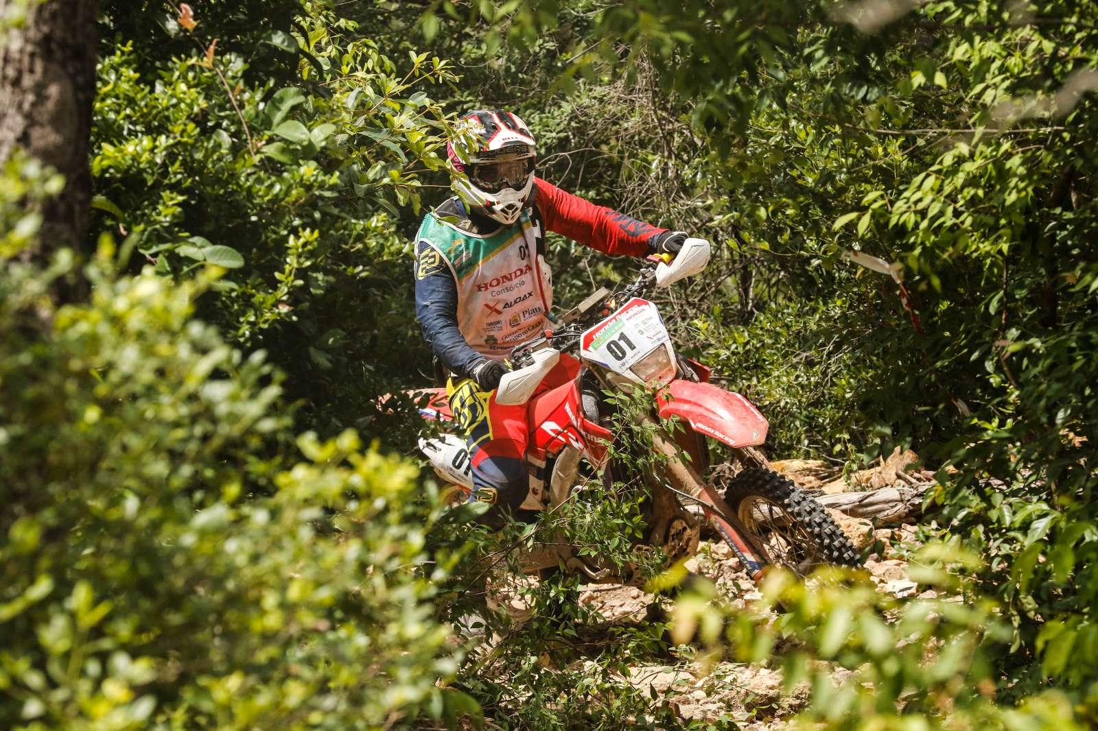 Rally Piocerá começa com altas temperaturas e muitos desafios para as motos
