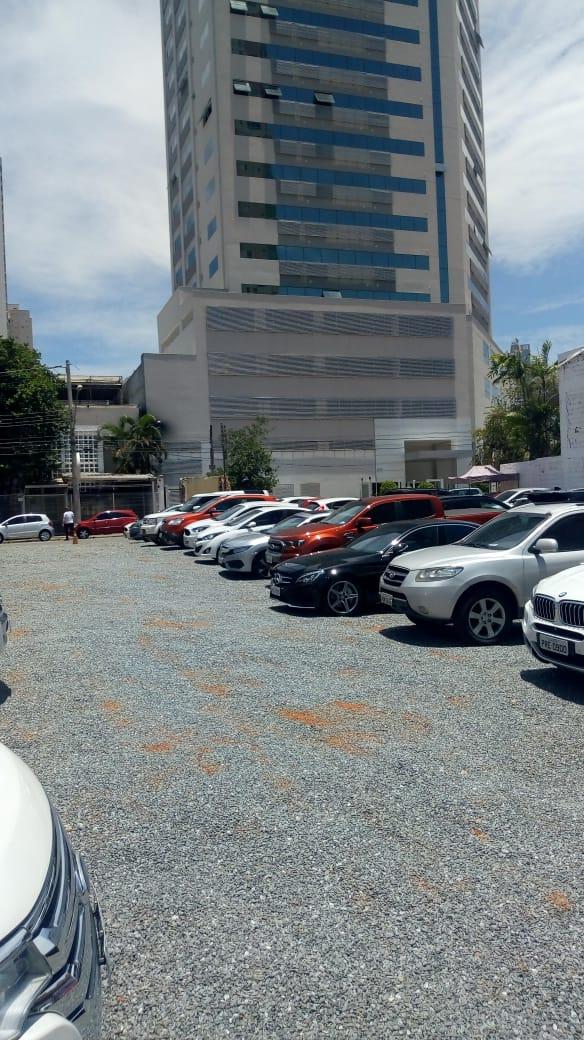 Construtora libera estacionamento em terreno para desafogar região de colégios