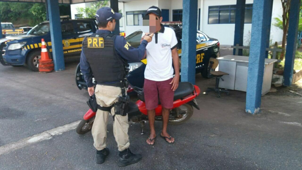 Vídeo: PRF flagra homem embriagado pilotando motocicleta adulterada em Paraíso (TO)