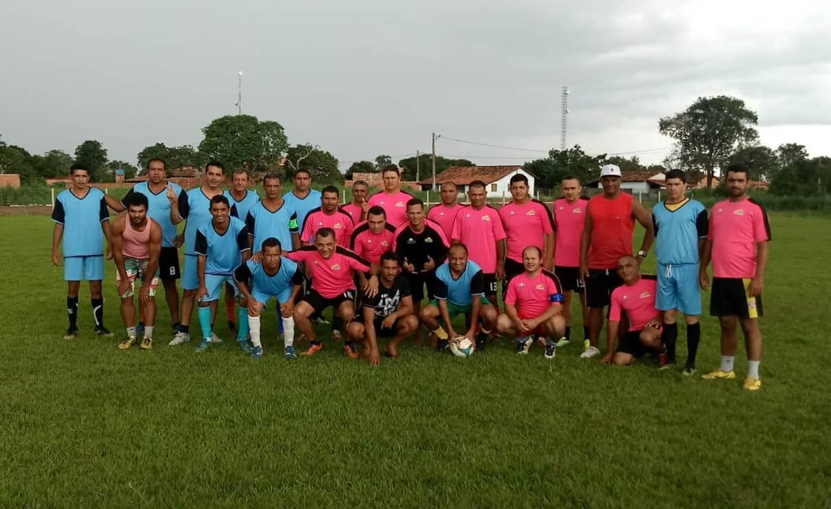 """""""Gordos"""" vencem os """"Magros"""" na tradicional partida de futebol em Divinópolis TO"""