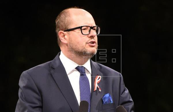 Morre prefeito polonês que foi esfaqueado durante ato público