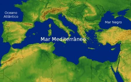 Mais de 150 imigrantes se afogam no Mar Mediterrâneo