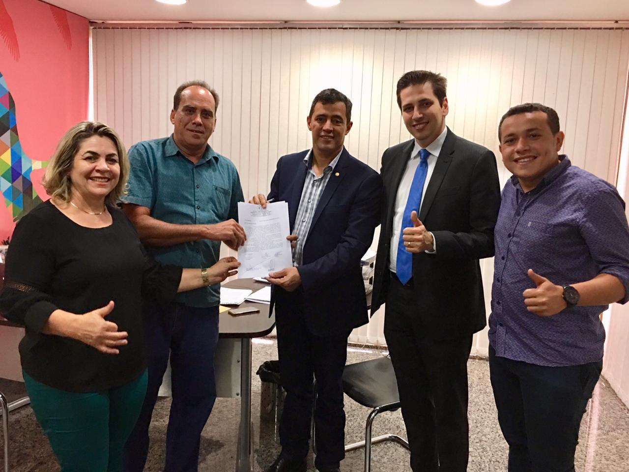 Olyntho garante mais uma ambulância para Guaraí