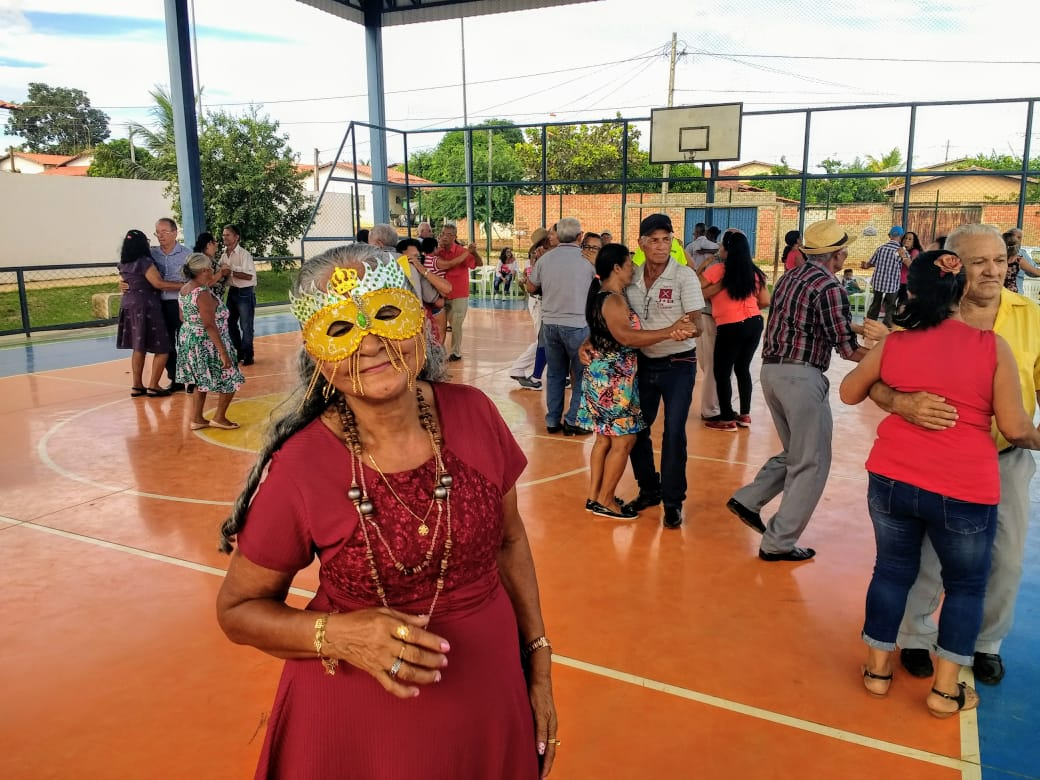 Carnaval Intergeracional do Cras Morada do Sol movimenta tarde dos frequentadores da Unidade