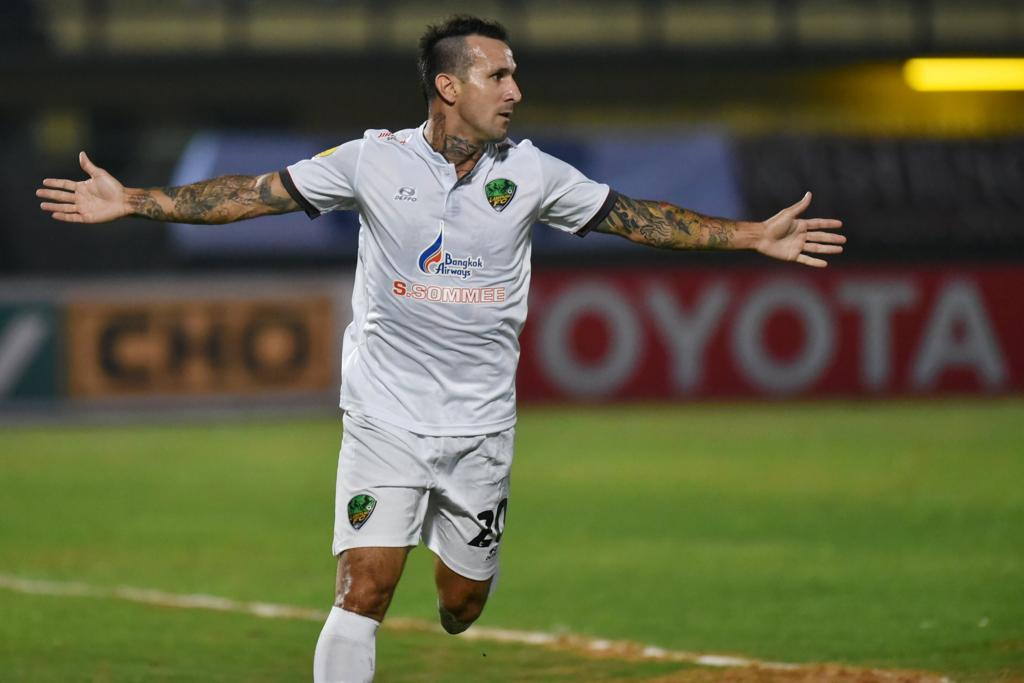 Com três gols em dois jogos, Rafael Coelho celebra 100% de aproveitamento em seu retorno à Tailândia