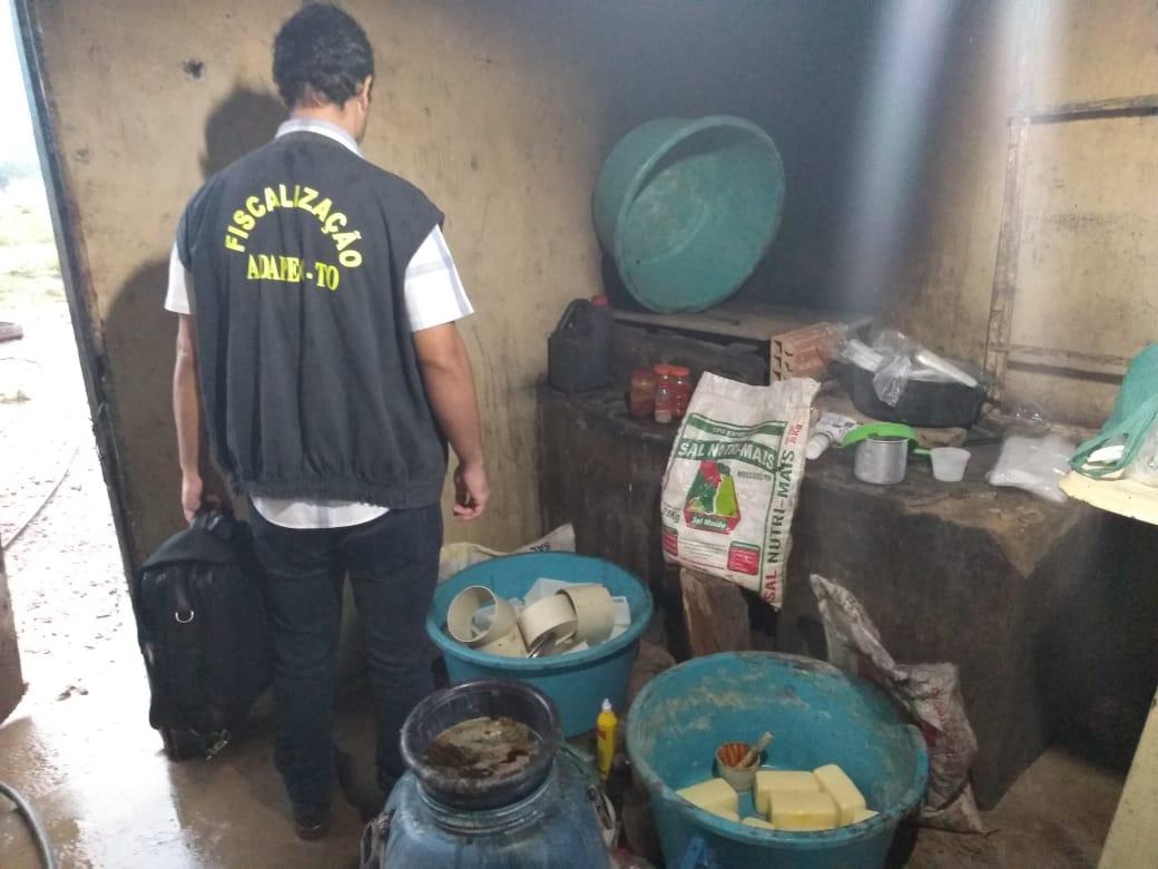 Laticínio clandestino é interditado na zona rural de Pequizeiro