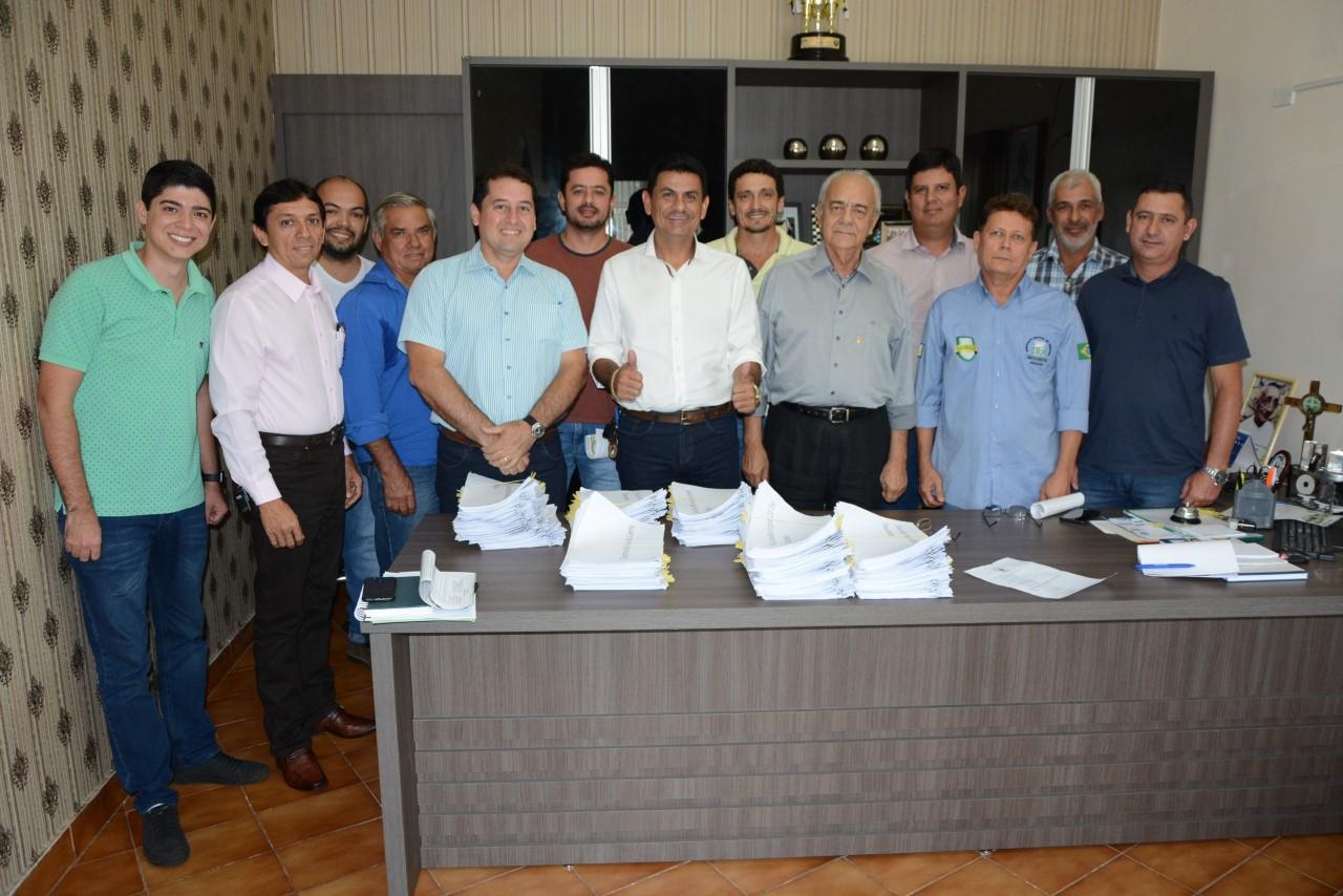 Prefeito Moisés Avelino e vice-prefeito Celso Morais firmam parceria com Sindicato Rural