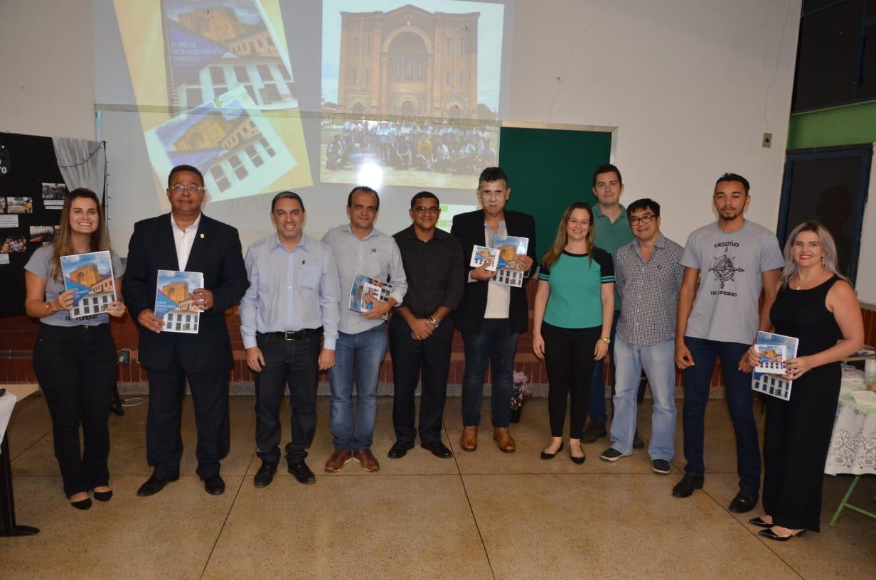 Plano de Desenvolvimento Turístico de Porto Nacional é entregue ao Prefeito Joaquim Maia