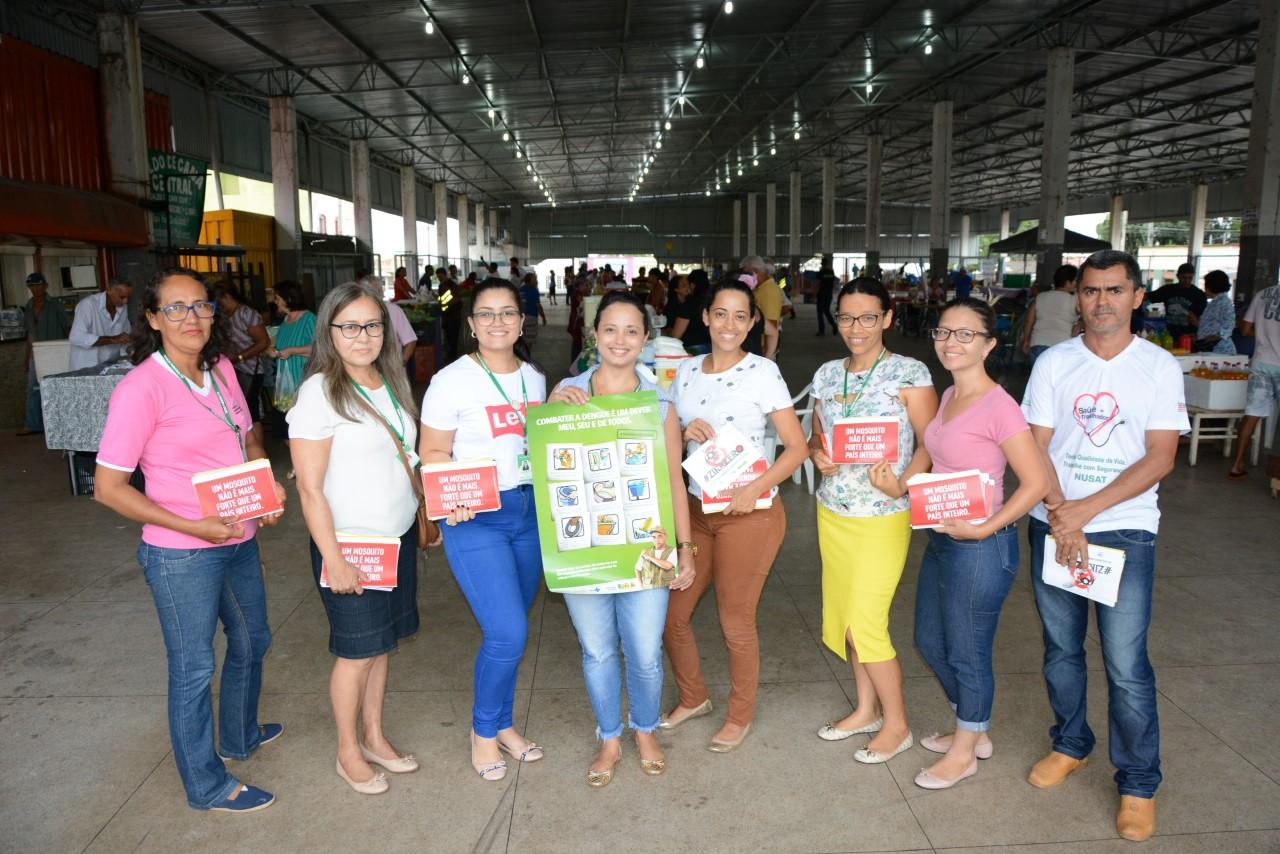 SEMUS faz mobilização na feira coberta de Paraíso (TO) e alerta sobre os riscos do mosquito Aedes
