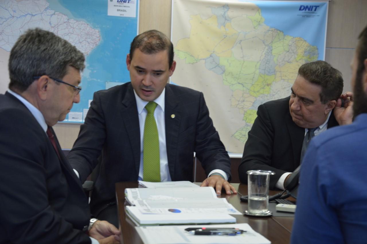 Vicentinho Júnior pleiteia obras de adequações na BR-153 e BR-242 em Gurupi