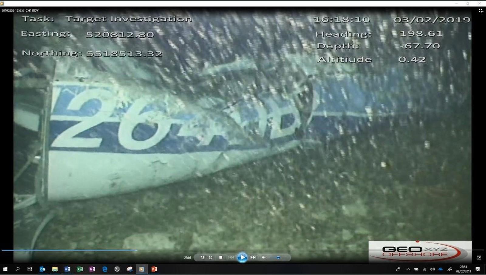 Equipes resgatam corpo em destroços de avião onde estava o jogador Emiliano Sala