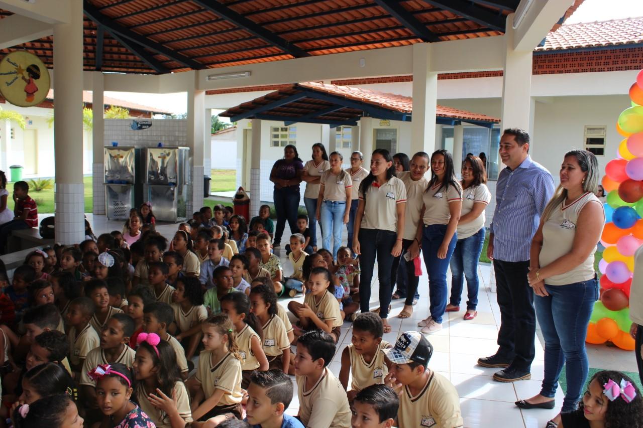 Escola José Combas Alameda completa uma ano com grande festa