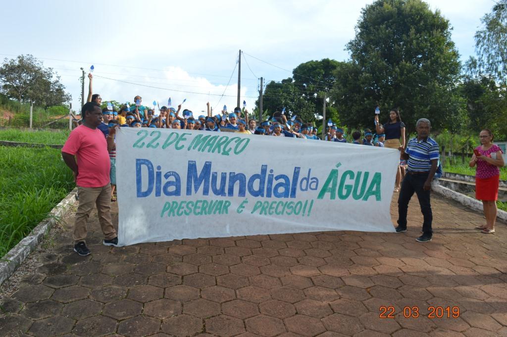 Alunos fazem caminhada no Dia Mundial da Água em Dois Irmãos do Tocantins