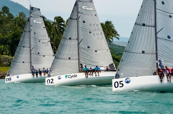 Classe C30 inicia temporada de oceano com três barcos vencedores em Ilhabela