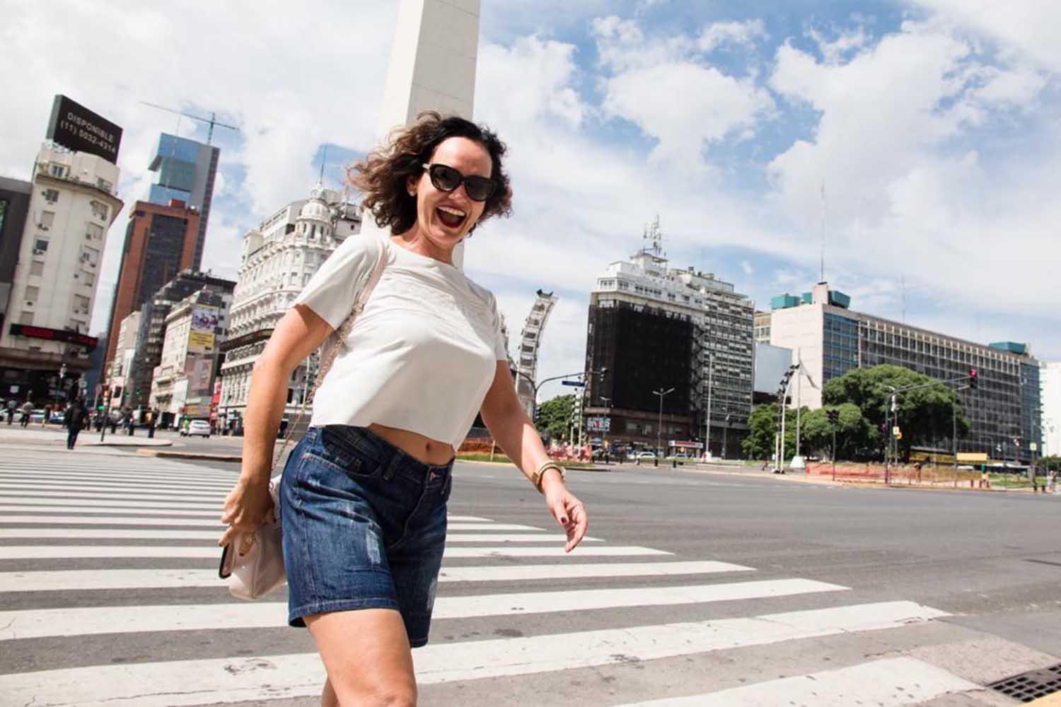 """Faa Morena prestigia lançamento do livro """"Experimento Marciano"""" em Buenos Aires"""