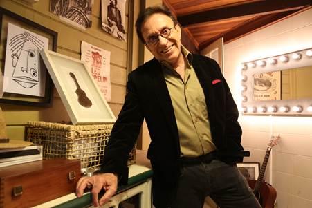 Cantando seus sucessos de carreira em única apresentação Moacy Franco se apresenta no Teatro Rival Petrobras