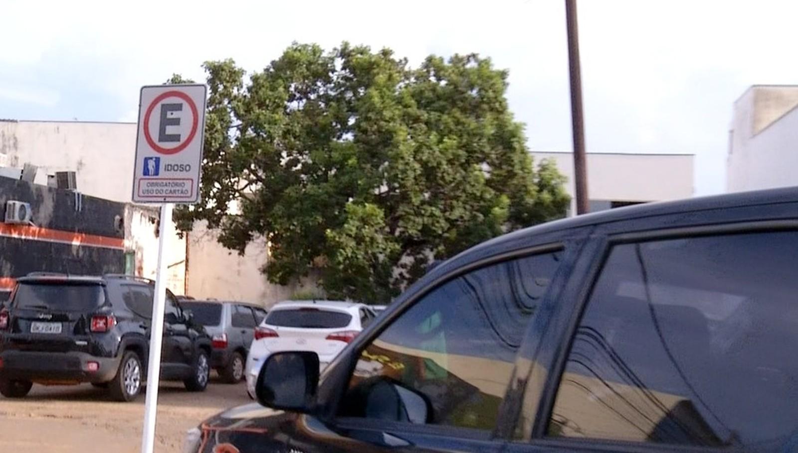 Quase 80 motoristas são multados por utilizar vagas de estacionamento reservadas