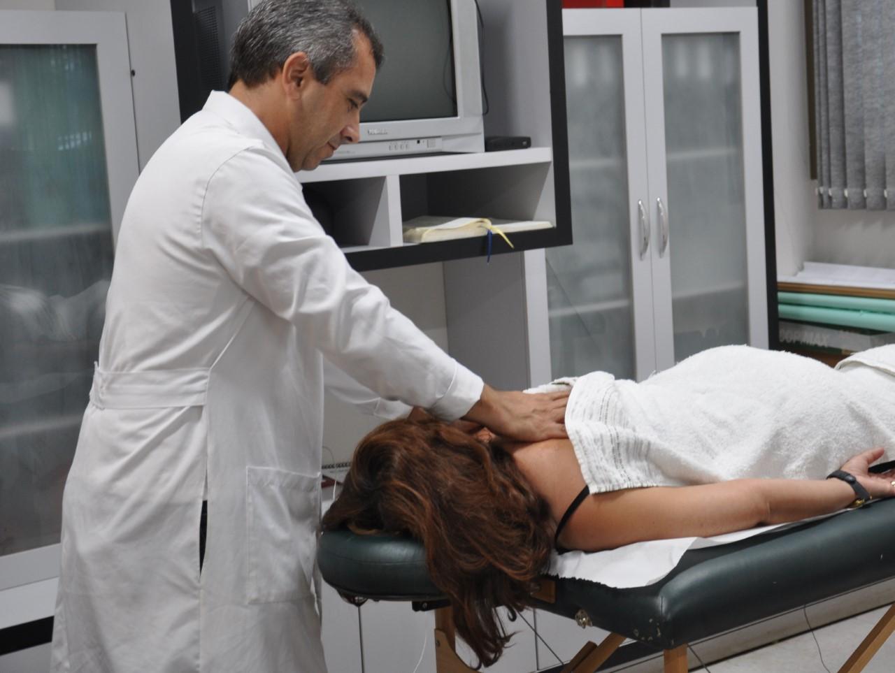 Profissionais do HGP recebem cuidado especial por meio de massagens relaxantes