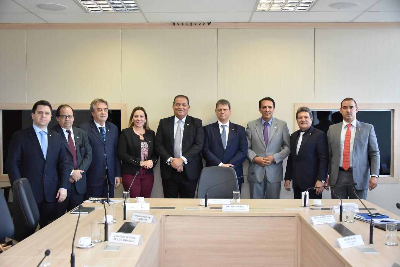Em reunião com o ministro da Infraestrutura, Tiago Dimas solicita duplicação da BR-153 até Araguaína
