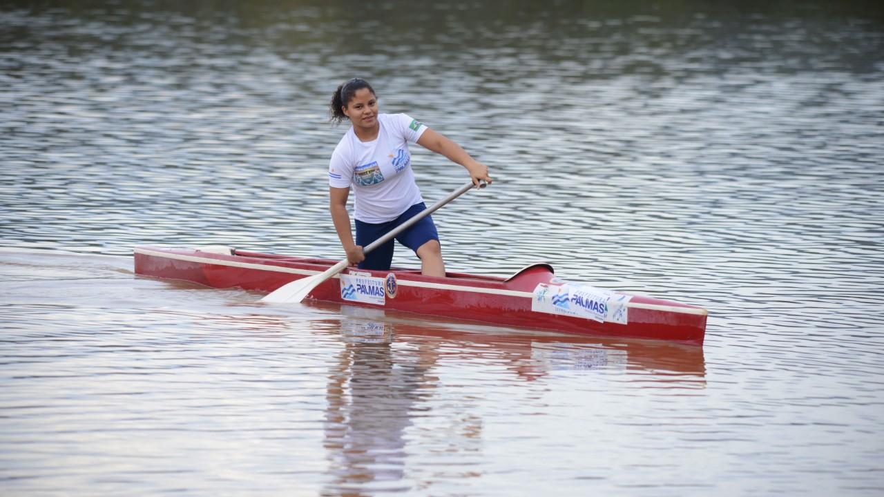 Aluna da ETI Almirante Tamandaré se prepara para competir no Campeonato Brasileiro de Canoagem